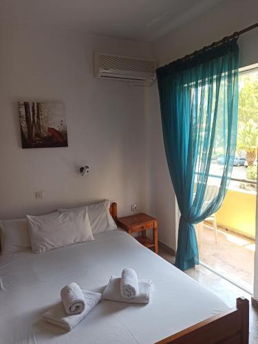 Ένα ή περισσότερα κρεβάτια σε δωμάτιο στο Drosia Hotel