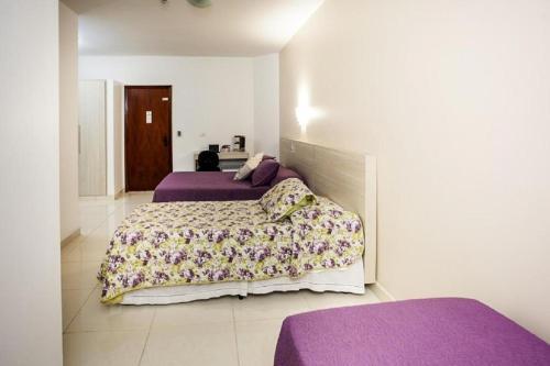 Cama ou camas em um quarto em Alves Hotel