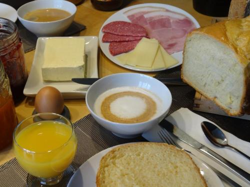 Breakfast options available to guests at B&B Welcome To My Place