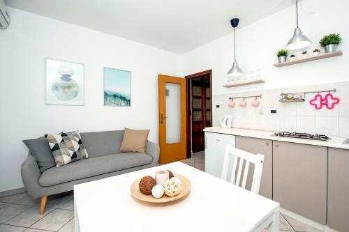 Кухня или мини-кухня в Apartments Anamarija