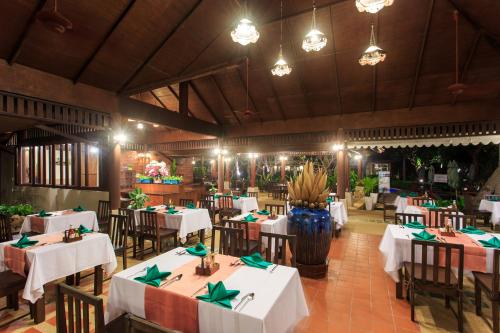 A restaurant or other place to eat at Baan Chaweng Beach Resort & Spa