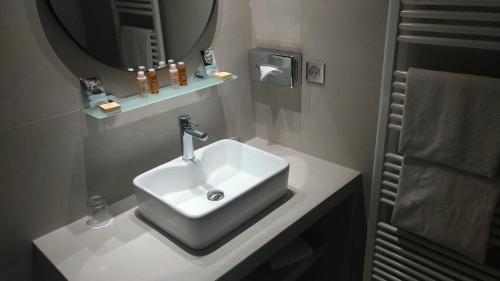 Salle de bains dans l'établissement Mercure Villeneuve Loubet Plage