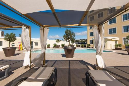The swimming pool at or near Vila Gale Estoril