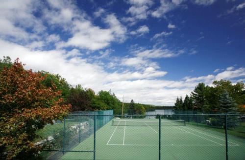 Tennis ou squash au sein de l'auberge ou à proximité