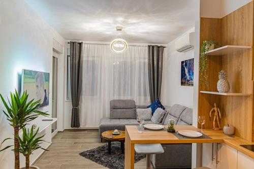 Posezení v ubytování Jacuzzi - Flexible SelfCheckIns 20 - Zagreb - Luxury - Garage - Smart - Brand New - Apartments Repinc