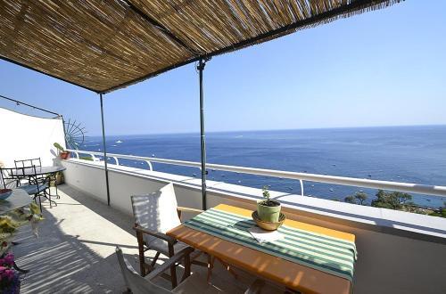 Balcone o terrazza di Positano Villa Sleeps 4 Air Con WiFi