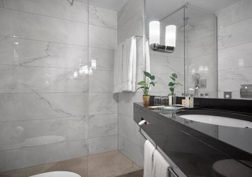 A bathroom at K+K Hotel Picasso El Born