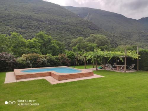 Der Swimmingpool an oder in der Nähe von Agriturismo Revena