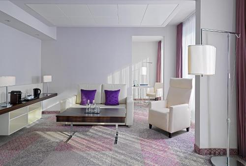 A seating area at Radisson Blu Hotel Leipzig