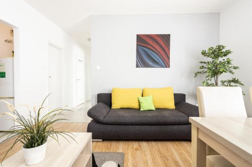 A seating area at Maple Tree Budget Apartments