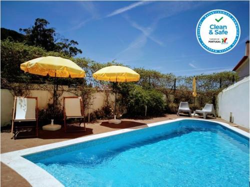 The swimming pool at or near Casa de Atalaia - Turismo de Habitação