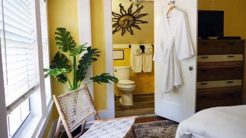 A bathroom at Beach Drive Inn