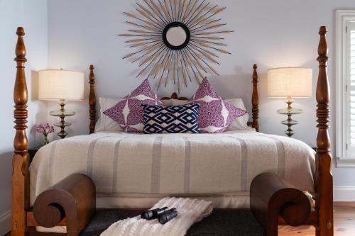 Letto o letti in una camera di Port d'Hiver Bed and Breakfast