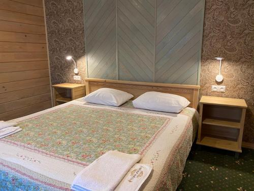 A bed or beds in a room at Usadba Demidova