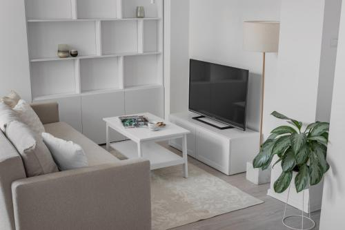 A television and/or entertainment centre at HARBOR coffee&stay
