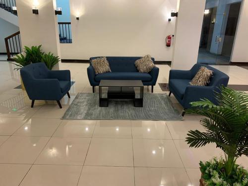 Uma área de estar em عيون الماسه للاجنحه الفندقيه Ayoon Al Masa