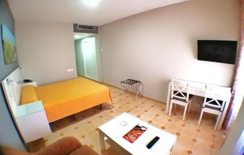 A bed or beds in a room at Apartamentos Resitur