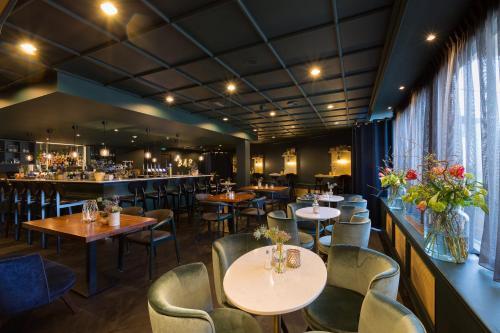 A restaurant or other place to eat at Van der Valk Hotel Volendam