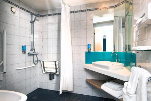 A bathroom at Holiday Inn Express London Luton Airport, an IHG Hotel