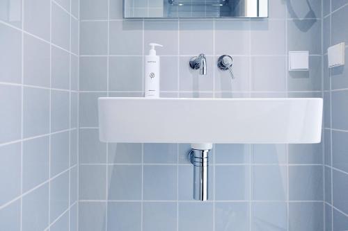 A bathroom at 171. Urban Design Hotel