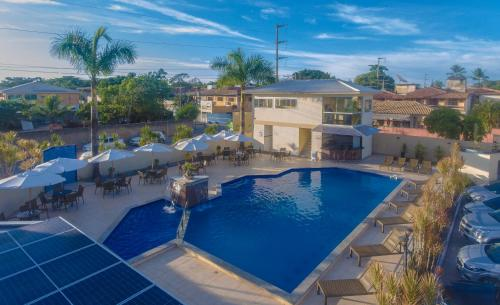 A view of the pool at Pontal Praia Hotel or nearby