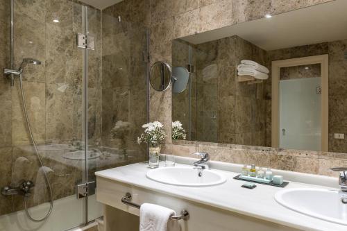 A bathroom at Parador de Gijón