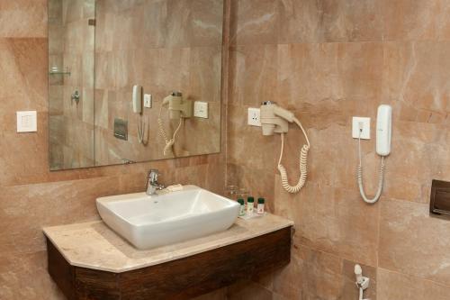 A bathroom at Hotel Roadhouse