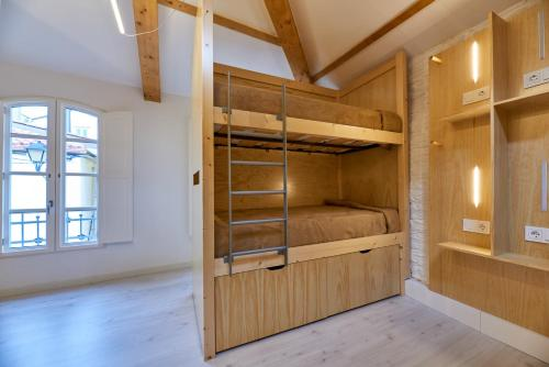 A bunk bed or bunk beds in a room at Albergue San Francisco
