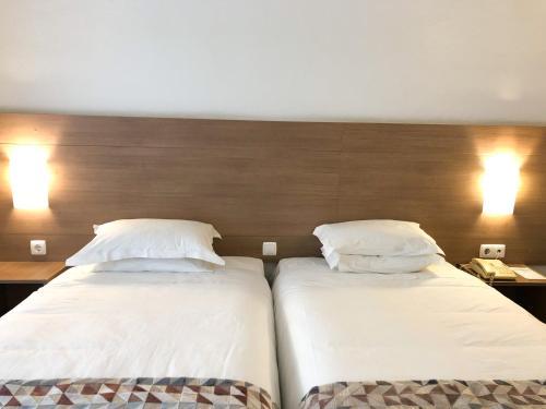 Een bed of bedden in een kamer bij Hotel Flamingo