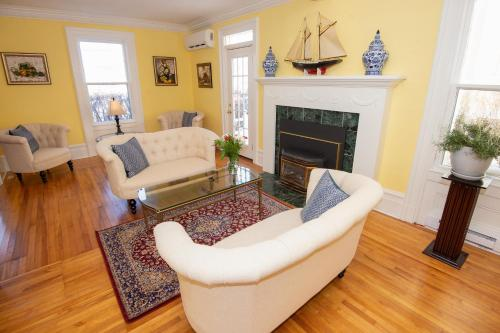 A seating area at Mahone Bay Bed and Breakfast