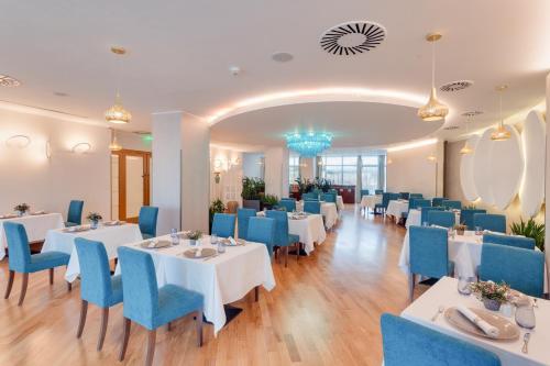 DoubleTree by Hilton Hotel Cluj - City Plazaにあるレストランまたは飲食店