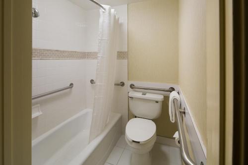 A bathroom at Best Western Seven Seas
