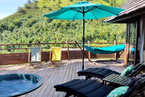 A piscina localizada em Villa Anuanua ou nos arredores