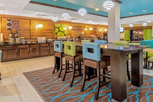 A restaurant or other place to eat at La Quinta by Wyndham Woodward