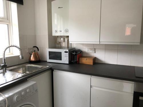 A kitchen or kitchenette at Rowan Tree