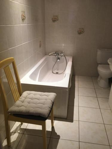 A bathroom at Les Fleurs