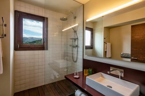A bathroom at Cal Compte Priorat