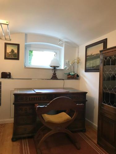 A kitchen or kitchenette at Schoenefeld-Apartment