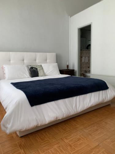 Een bed of bedden in een kamer bij Residência Céu Azul