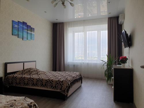 Кровать или кровати в номере Авиаторов 21