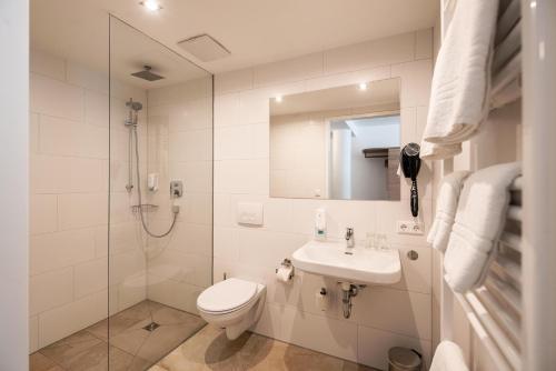 Ein Badezimmer in der Unterkunft Sternplatz-Hotel