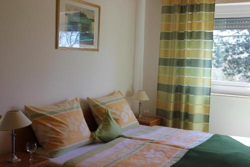 Ein Bett oder Betten in einem Zimmer der Unterkunft Haus Witten Höhen
