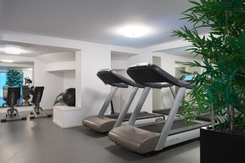 The fitness center and/or fitness facilities at Quality Hotel Waterfront