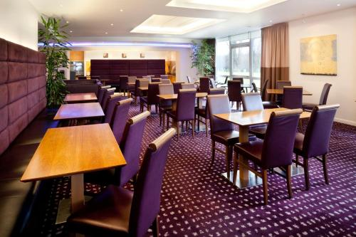 A restaurant or other place to eat at Holiday Inn Express Cambridge, an IHG Hotel