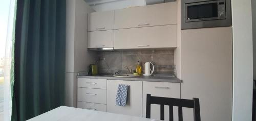 A kitchen or kitchenette at ZIAN'S Studio Mamaia Nord Beach Resort