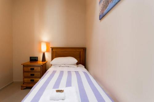 A bed or beds in a room at Luxury Cardrona Villa 10