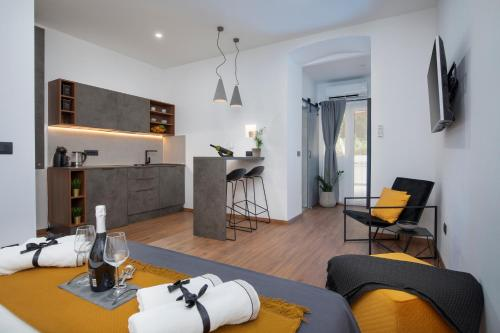 Deluxe Rooms and Apartments Korzo