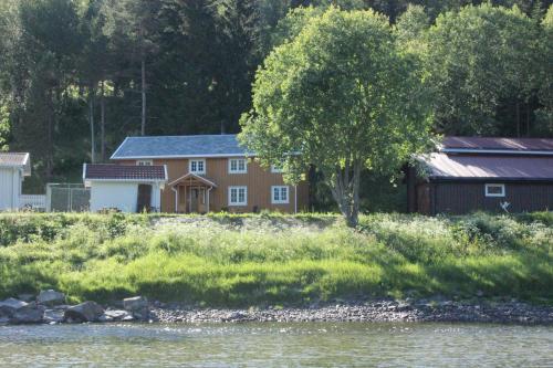 Bygningen som ferieboligen ligger i