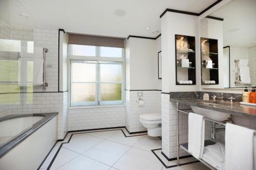 A bathroom at The Waldorf Hilton