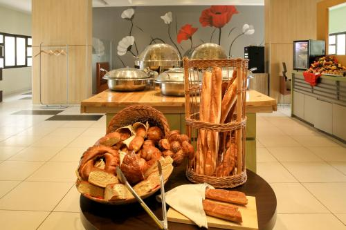 Breakfast options available to guests at Ibis Constantine